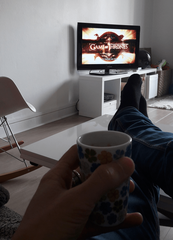 En train de mater Games of Thrones avec un bon café